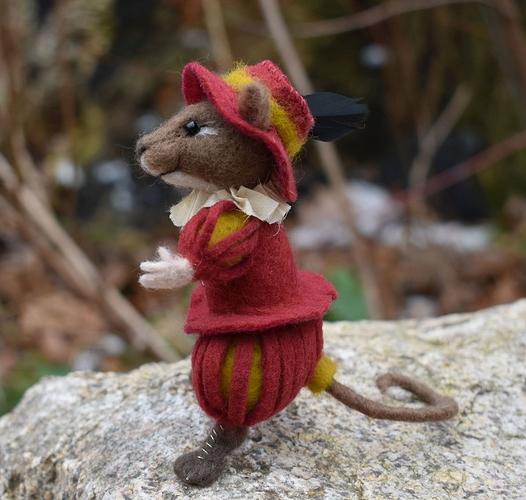 Dec-Mouse2B