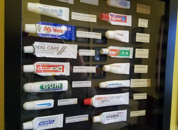 ToothpasteDisplayExample05